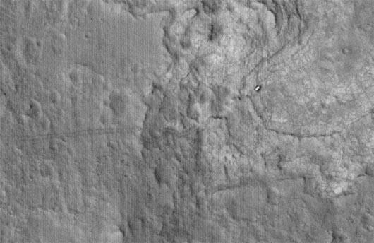 Следы Curiosity на Марсе, спутник MRO