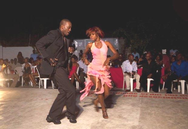 Жорж Эксантю танцор с ампутированной ногой с Гаити