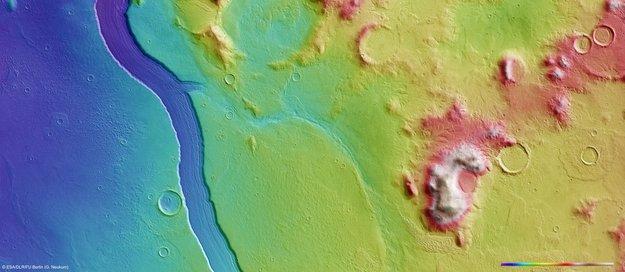 Зонд Mars Express заснял реку Reull Vallis на Марсе