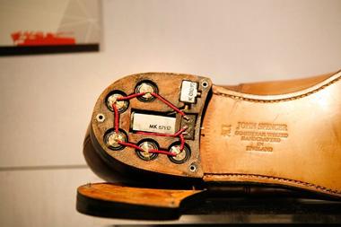 шпионская обувь с передатчиком в каблуке