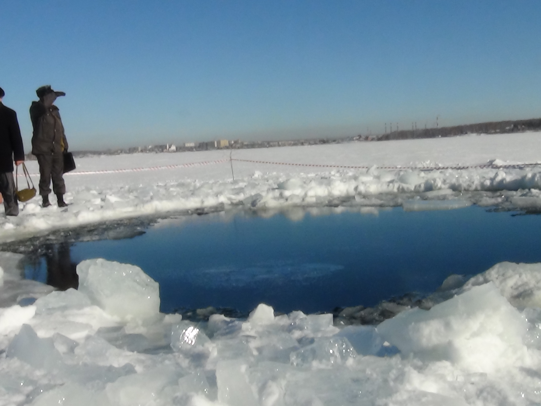 в челябинске упал метеорит фото метеорита