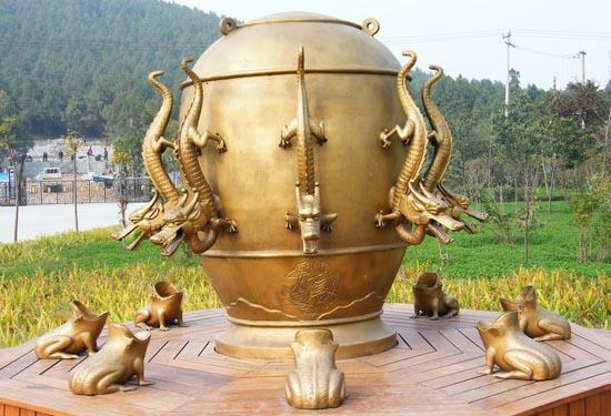 Древний китайский сейсмограф