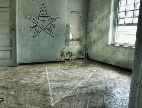 Зло в комнате