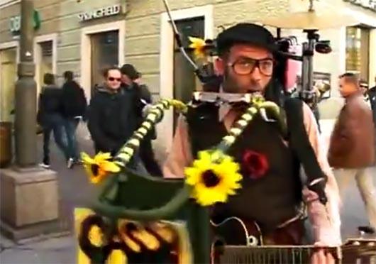 Удивительные люди, уличный музыкант