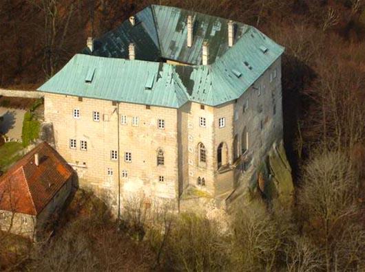 замок Гоуска, демоны, призраки, аномалии, строения