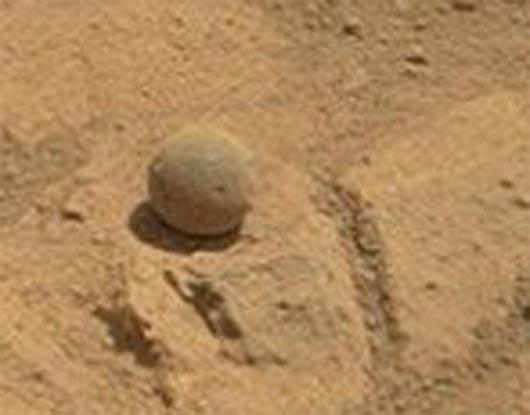Curiosity, артефакты марса, шар на марсе, яйцо на масре