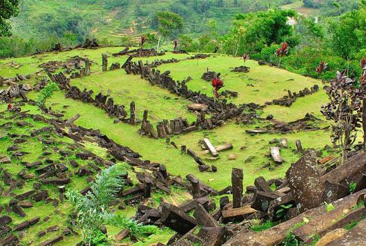 gunung padang, Гунунг Паданг, мегалиты, удивительные строения, мегалиты индонезии