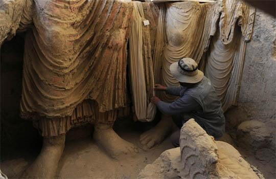 мес айнак раскопки, артефакты афгинистана, афганистан, артефакты, статуя будды