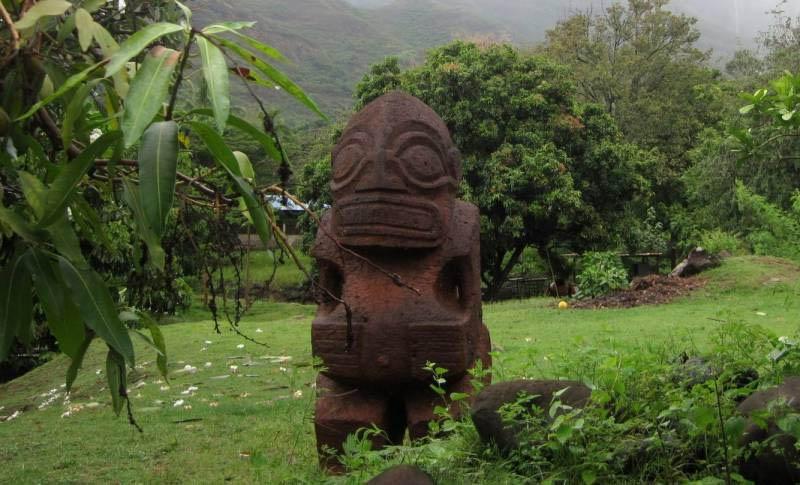 statui-reptiloidov-na-ostrove-nuku-hiva-3