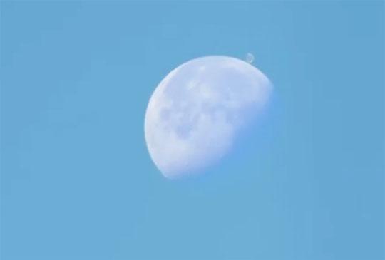 нло возле луны